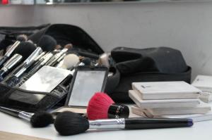 Makeup to beautify oneself!